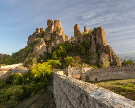 Боил Банов разпореди спешна проверка на Белоградчишките скали