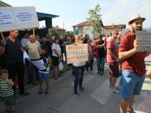 Елин Пелин се вдигна на протест! Не искат завод за пластмаса