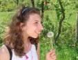 Силата на несломимия човешки дух : Момиче с церебрална парализа се занимава с керамика