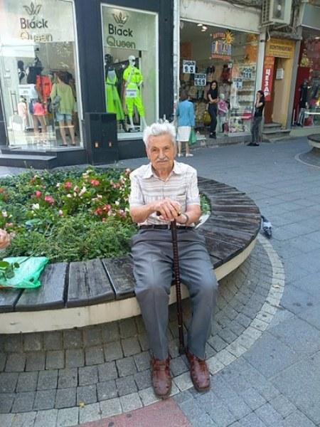 Бай Сандо, най-възрастният пловдивчанин: Пия хапчета единствено за простатата