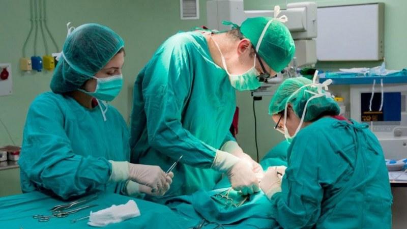 Оперираха 100-годишна жена с рак на гърдата в болница в Пловдив