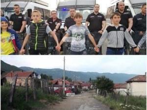 4-годишна ромка строила къщата си и други абсурди срещу масовото бутане на къщи в Кърнаре