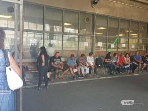 Голяма опашка се изви пред КАТ- Пловдив