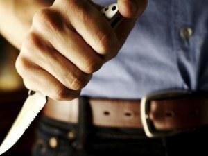 Мъж заплаши с нож мъж и жена в Пазарджик, задигна им парите