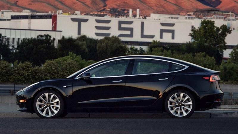 Съпруга на крупен бизнесмен осъди Tesla за 300 000 евро