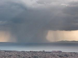 Отново поройни дъждове в съседна Гърция, на места количеството надвишава 50 л/кв.м