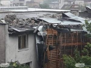 Пловдивчани се обърнаха с апел към Иван Тотев, след като буря отнесе покрива им
