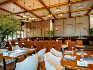 300-годишна маслина е част от интериора на новия ресторант