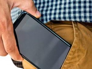 Лекари съветват: Не носете телефоните в джобовете си