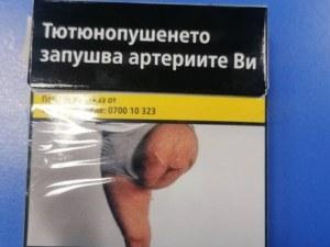 Мъжът с ампутирания крак по цигарените кутии не знаел, че снимката му стои по тях
