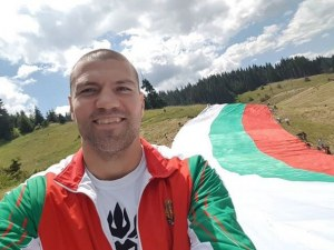 Наши спортисти вече разпънаха българския трибагреник на Рожен