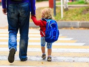 Всеки шести българин би станал приемен родител, ако получава заплата