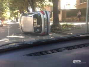 Кола се преобърна на пловдивска улица! Свидетели: Как успя да го постигне?