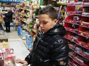 Петокласник от Нова Загора изпразни касичката си, за да помогне на болна жена