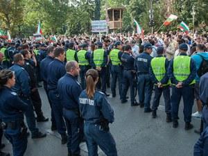 Полицаи и пожарникари на протест! Нощният труд по 25 стотинки, искат увеличение