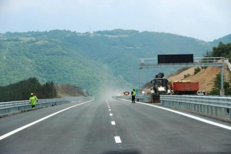 Затварят част от магистрала Тракия за час днес, монтират нови съоръжения