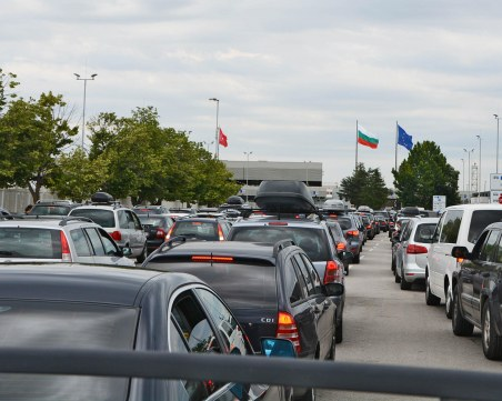 Наплив на пътуващи към Турция! 30 000 пътници преминаха през Капитан Андреево за 24 часа