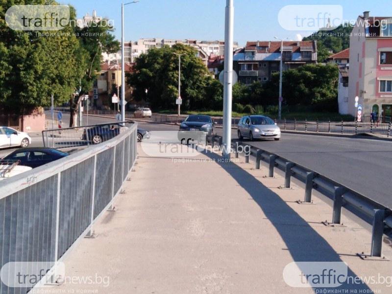 Кола се качи на мантинелата на моста на Герджика
