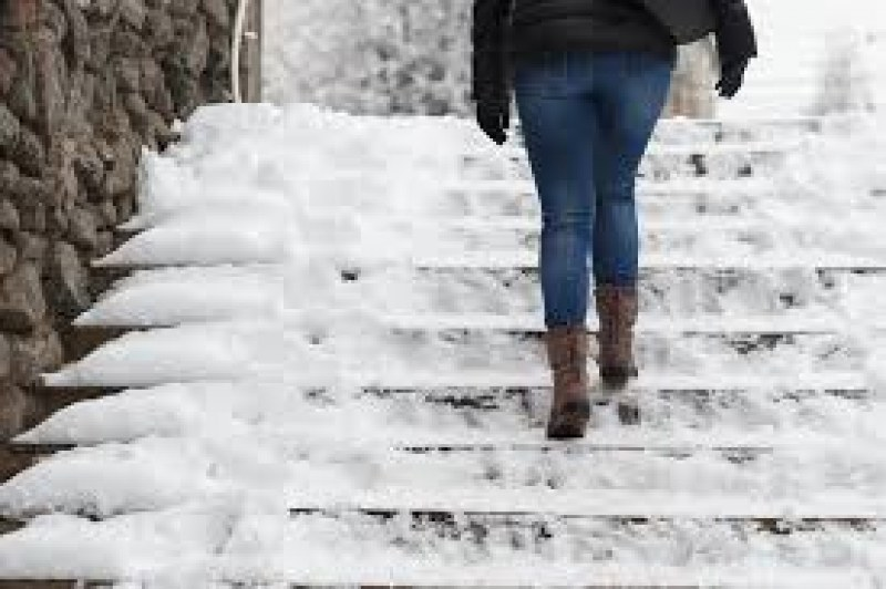 Община Пловдив плаща 20 бона на гражданин заради заледени тротоари