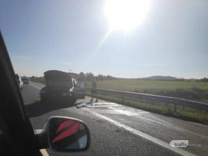 Кола се запали след катастрофа на АМ