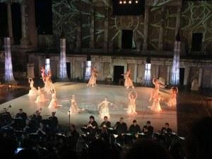 Лебедите на Чайковски се понасят в танц на Античния театър в Пловдив