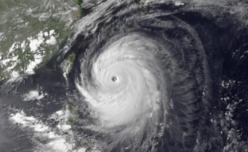 110 000 души евакуирани заради тайфун в Япония