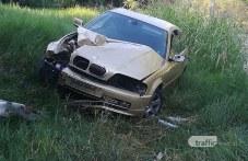 BMW се заби в стълб и влезе в храстите край Гребната база в Пловдив