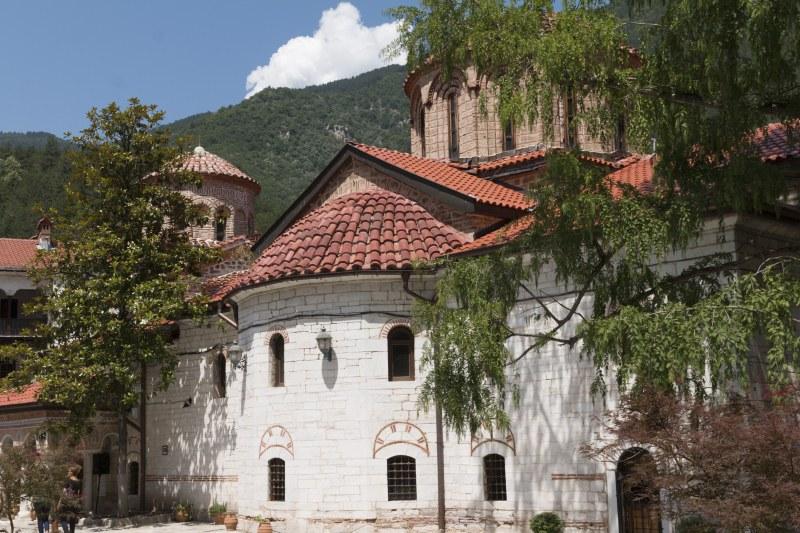 Древен стенопис реставрират в Бачковския манастир