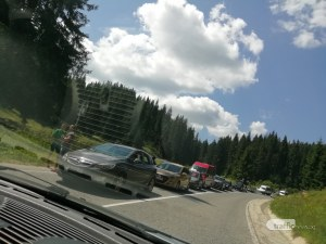 Горяща кола предизвика километрично задръстване на пътя Смолян - Пловдив