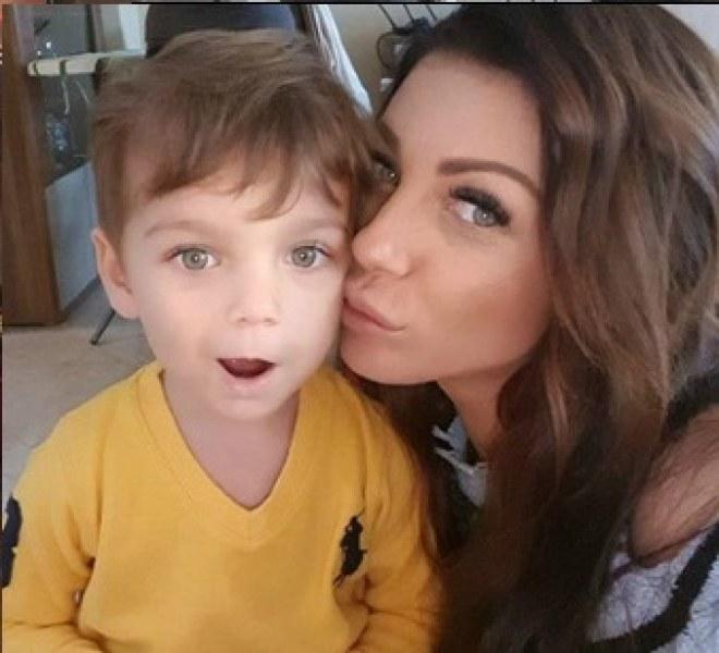 Съдът взе детето на Емануела, певицата изля болката си в социалните мрежи