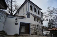 Пожар изпепели част от покрива на къща паметник на културата в Пловдив