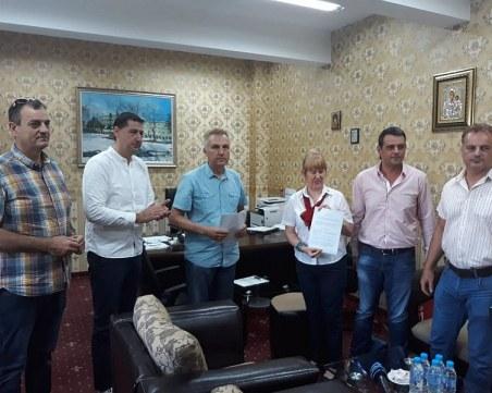 За първи път: Доброволци придружават възрастни хора в Спешното на пловдивска болница