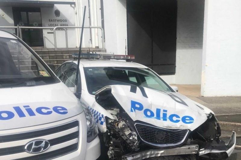 Претъпкан с метамфетамин микробус се заби в патрулка в Сидни