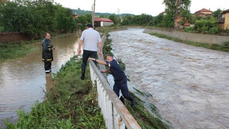 Силен порой наводни къщи и нанесе щети в Бургаско