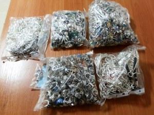 Над 3 кг контрабандни златни и сребърни накити задържаха на