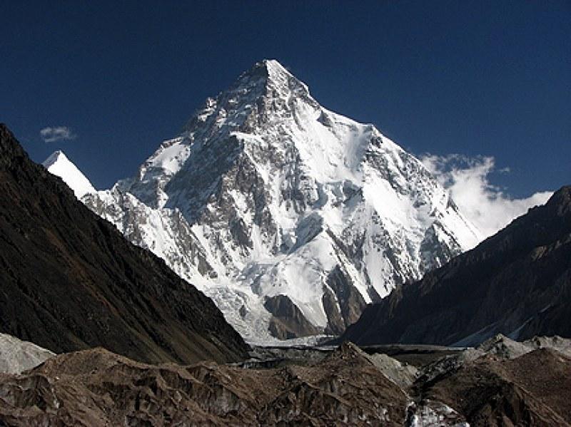 Стефан Стефанов изкачи най-трудния връх в света - К2