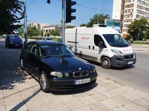 Автомобил запуши тротоара на възлово кръстовище край пловдивски мол