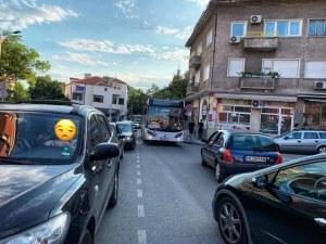 За автобусите в Пловдив няма правила! При задръстване - в насрещното