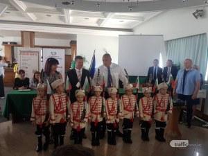 Борисов в Пловдив: Oтпускаме 2 милиона за българските училища в чужбина