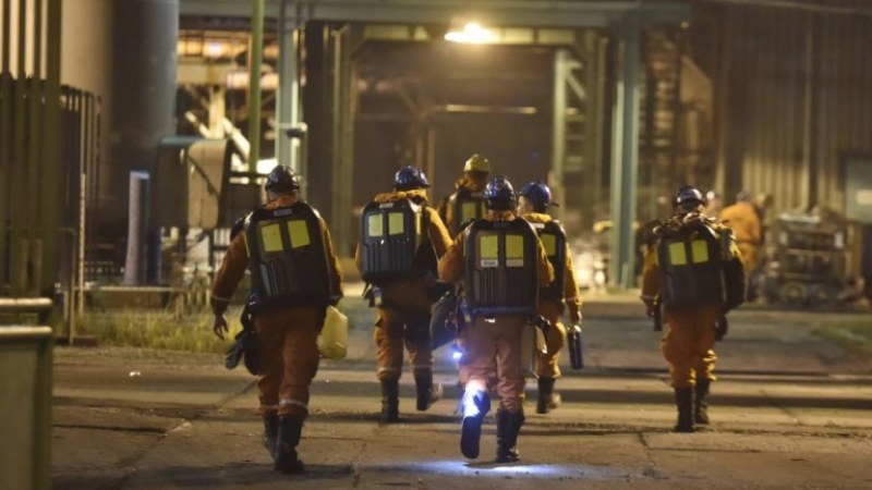 14 загинаха при свлачище в нефтена мина