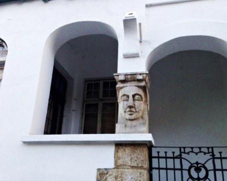 Осем паметници на културата в София опасни за живота