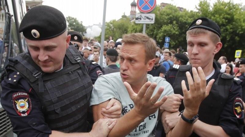 Навални влезе в болница, подозират отравяне