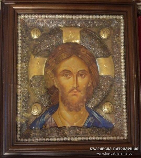 Икони и кръст с уникална дърворезба получи Бачковският манастир