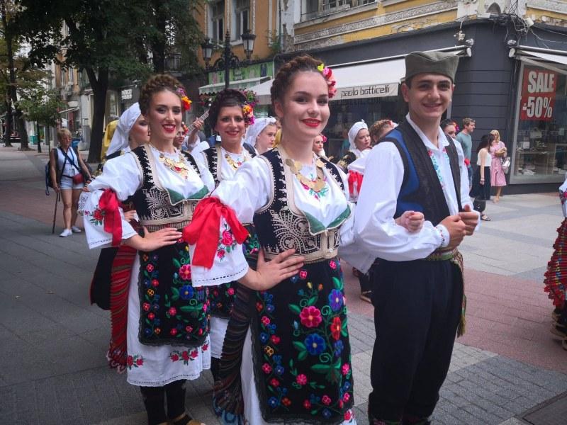 Танцьори от Испания, Мали и Сърбия превземат центъра на Пловдив днес