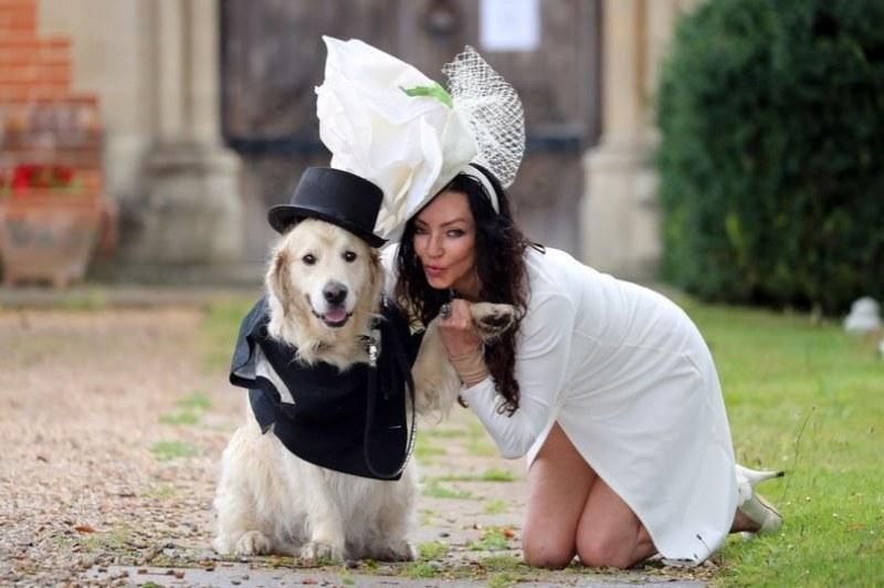 Бивш модел се омъжи за... кучето си