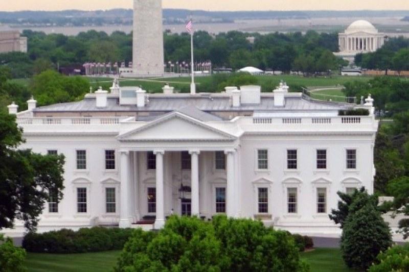 Тръмп вдига четириметрова стена около Белия дом