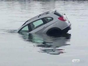 Руснак се запи в кръчма на Св. Влас, колата му под наем цамбурна в морето