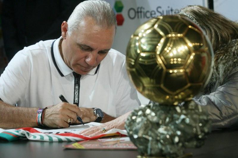 Стоичков раздаде над 10 000 автографа на турнето си