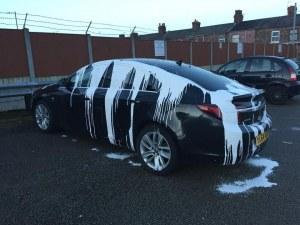 Да намериш колата си със залепени врати и излята вътре тиня?!