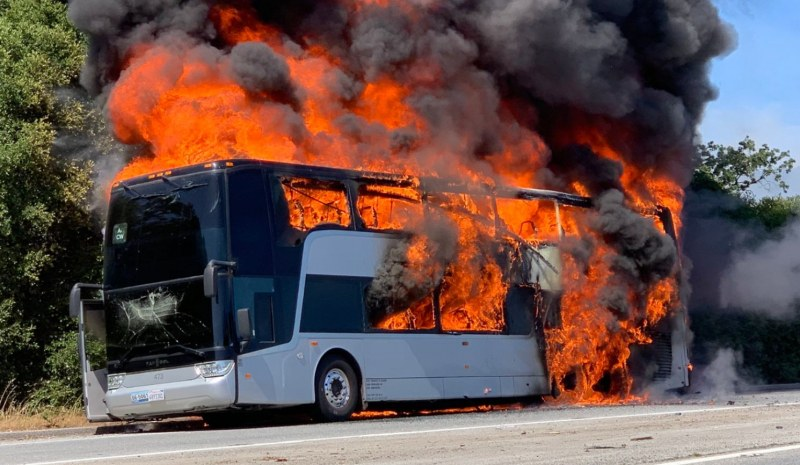 Автобус с деца се запали в движение между Бургас и Варна